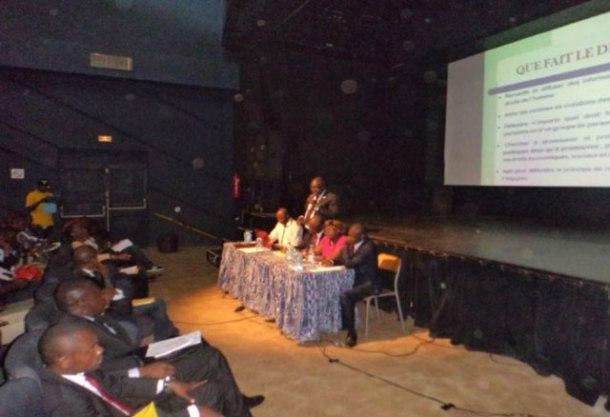 Dans une conférence-débat, Me Michel Togué a expliqué le rôle de défenseurs des droits humains (Photo de CAMFAIDS)