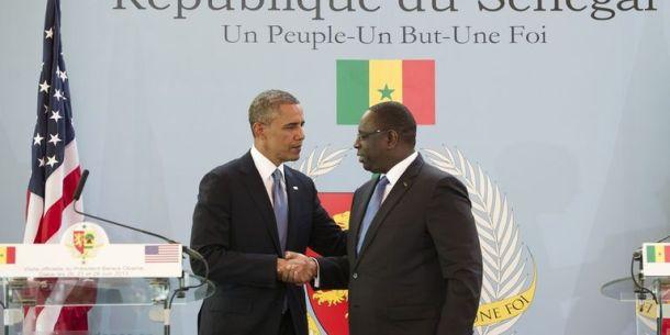 Le président Barack Obama des États Unis et le président Macky Sall du Sénégal lors de sa visite à Dakar en 2013.