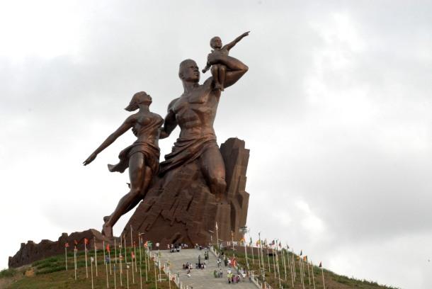Le monument de la Renaissance Africaine à Dakar, capitale du Sénégal (Photo de Wikipedia)