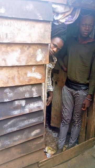 Une maisonnette où sept congolais LGBTI se sont enfouis pour se cacher des raids policiers.(Photo d'ALCIS, publiée avec l'autorisation des personnes dans la photo)
