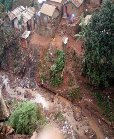Le ravin donnant sur la rivière Kawa à Bukavu. (Photo d'ALCIS)
