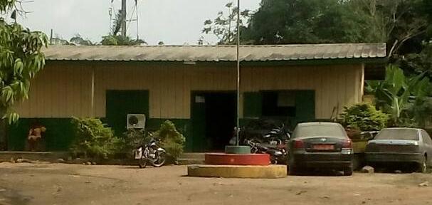 La gendarmerie où Coco et Vivi ont été détenus et torturés. (Photo de Jacks Oke)