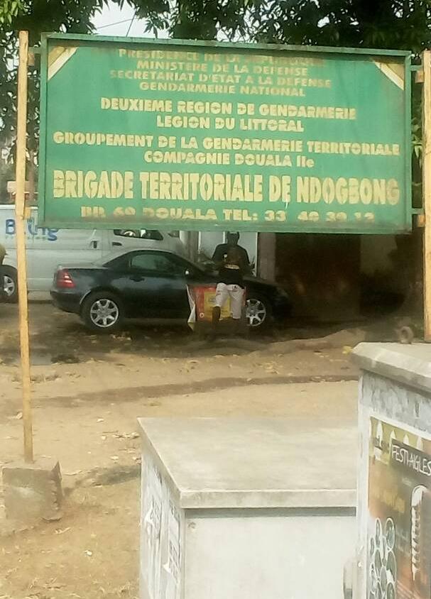 Panneau de la Brigade Territoriale de Ndogbong (Photo de Jacks Oke)