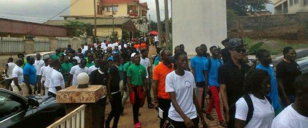 La marche pacifique lors de la Journee commemorative de lutte contre les violences.