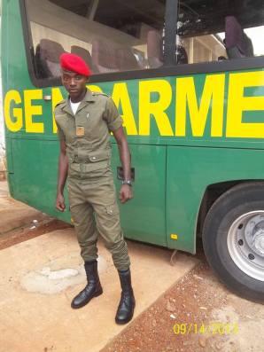 La gendarmerie camerounaise emprisonne 25 hommes soupçonnés d'homosexualité le 12 mai. Deux ont été interrogés et libérés, laissant 23 dans les locaux du Secrétariat d'Etat à la Défense (SED) du Cameroun pour le reste du week-end. Ils attendent d'être auditionnés le lundi 14 mai. (Photo de la page Facebook de la Gendarmerie nationale camerounaise)
