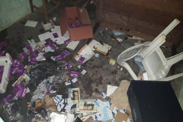 Le bureau d'Avodevo saccagé et incendié le 4 janvier. (Photo d'Acodevo)