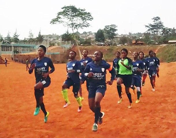 Stenie au passé dans une seance d'entrainment avec le club Intersport de Yaoundé.