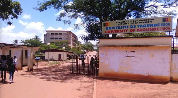 L'entrée à l'Université de Yaoundé II (Photo de Wikipedia)